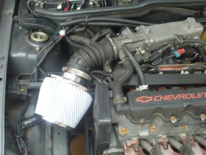 Troca do filtro de ar do Nissan March com motor 1.6 HR16DE com duto MEX/BR. File1138